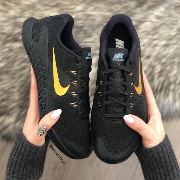 787c5a51b33b NWT Nike ID Metcon 4 Black Gold